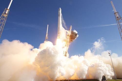 SpaceX Falcon 9 launch with Dragon spaceship